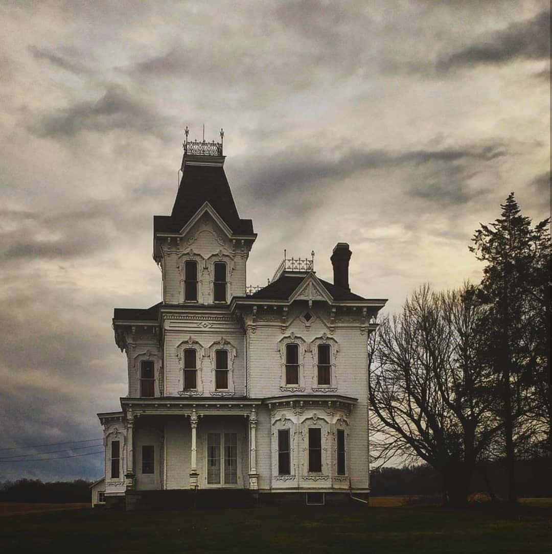 Mark Soergel Designs On Instagram I Posted This House Over 2 Years Ago And It Was One Of My Most Liked F Creepy Houses Old Abandoned Houses Abandoned Houses