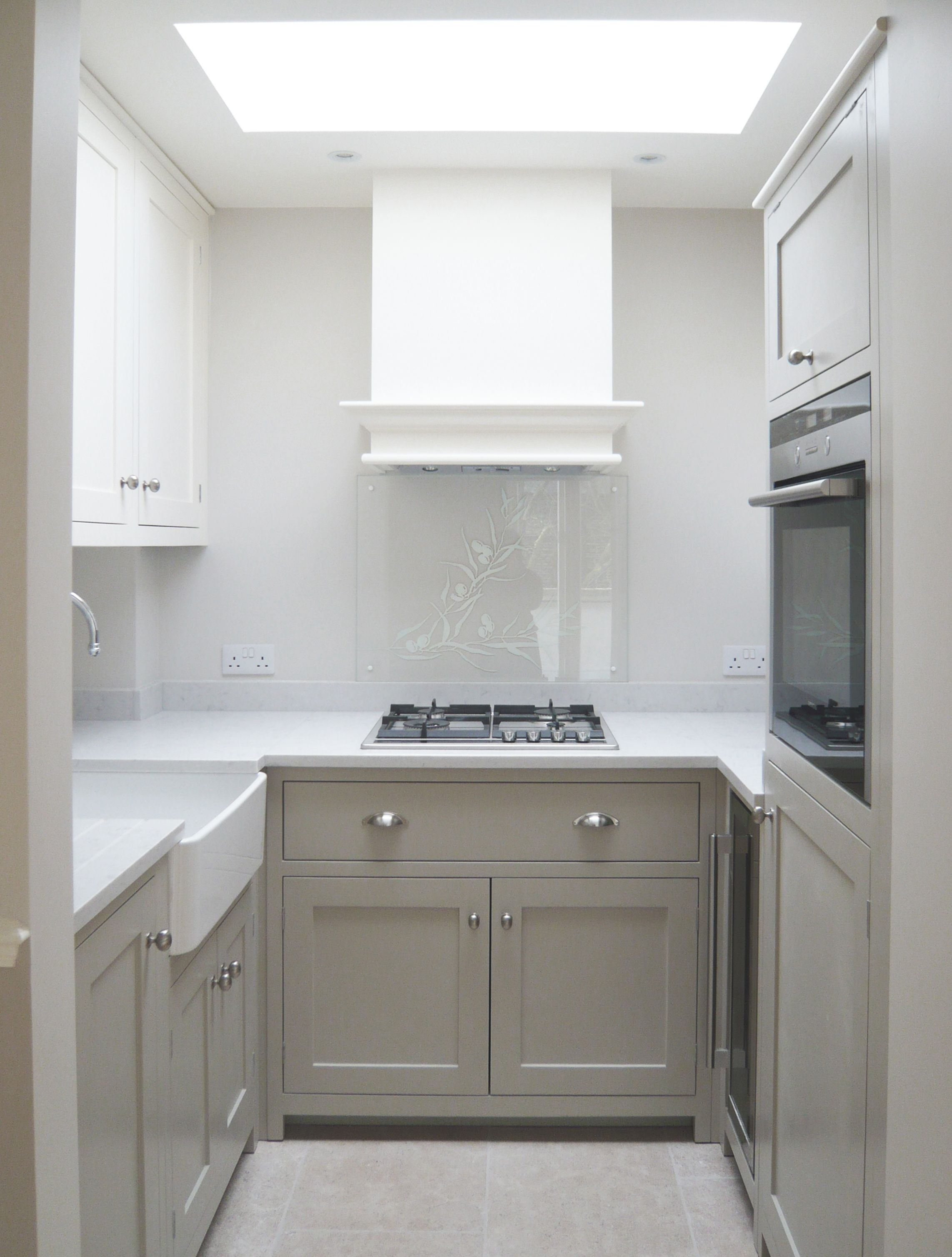 Small Flat Kitchen This Shaker Kitchen By Devol In A Holland Park Flat May Be Small