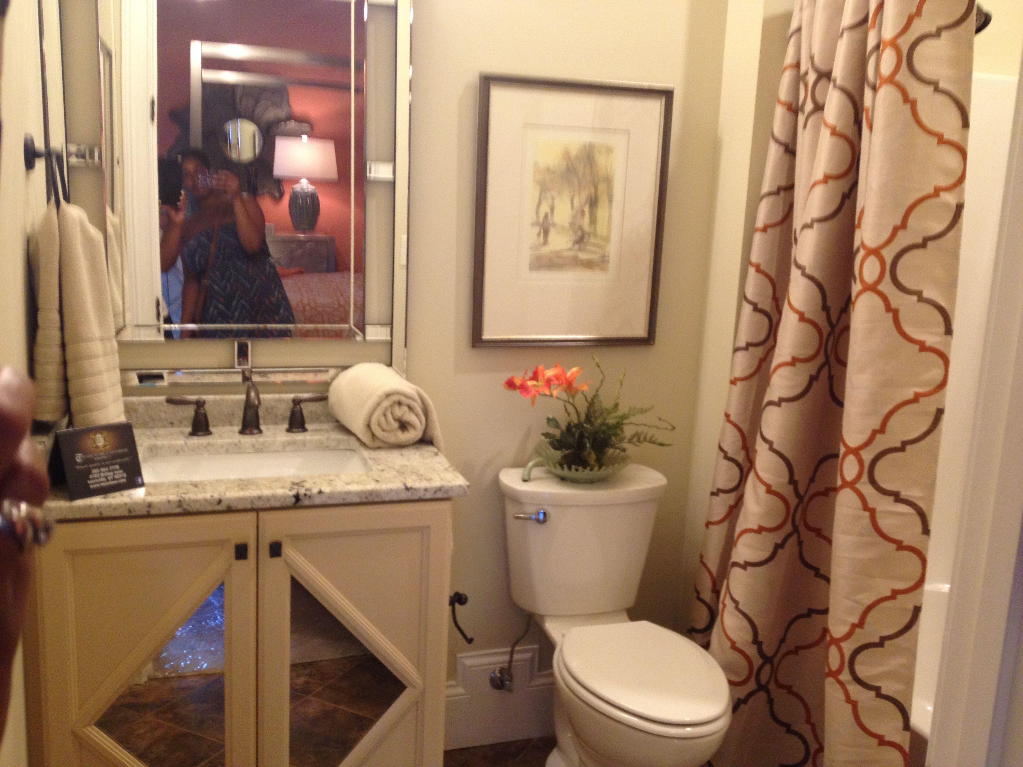 Burnt orange and cream bathroom | Cream bathroom, Orange ...