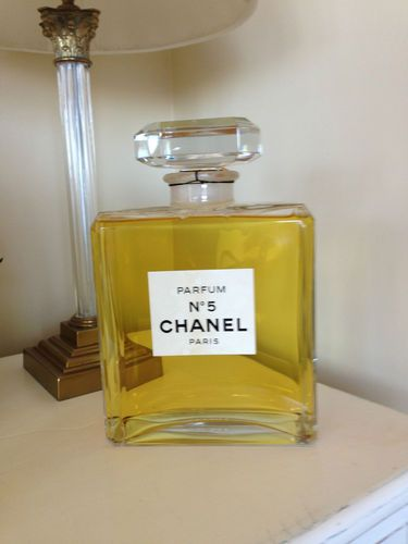Chanel No. 5 Giant Factice dummy display, Magnificent ...
