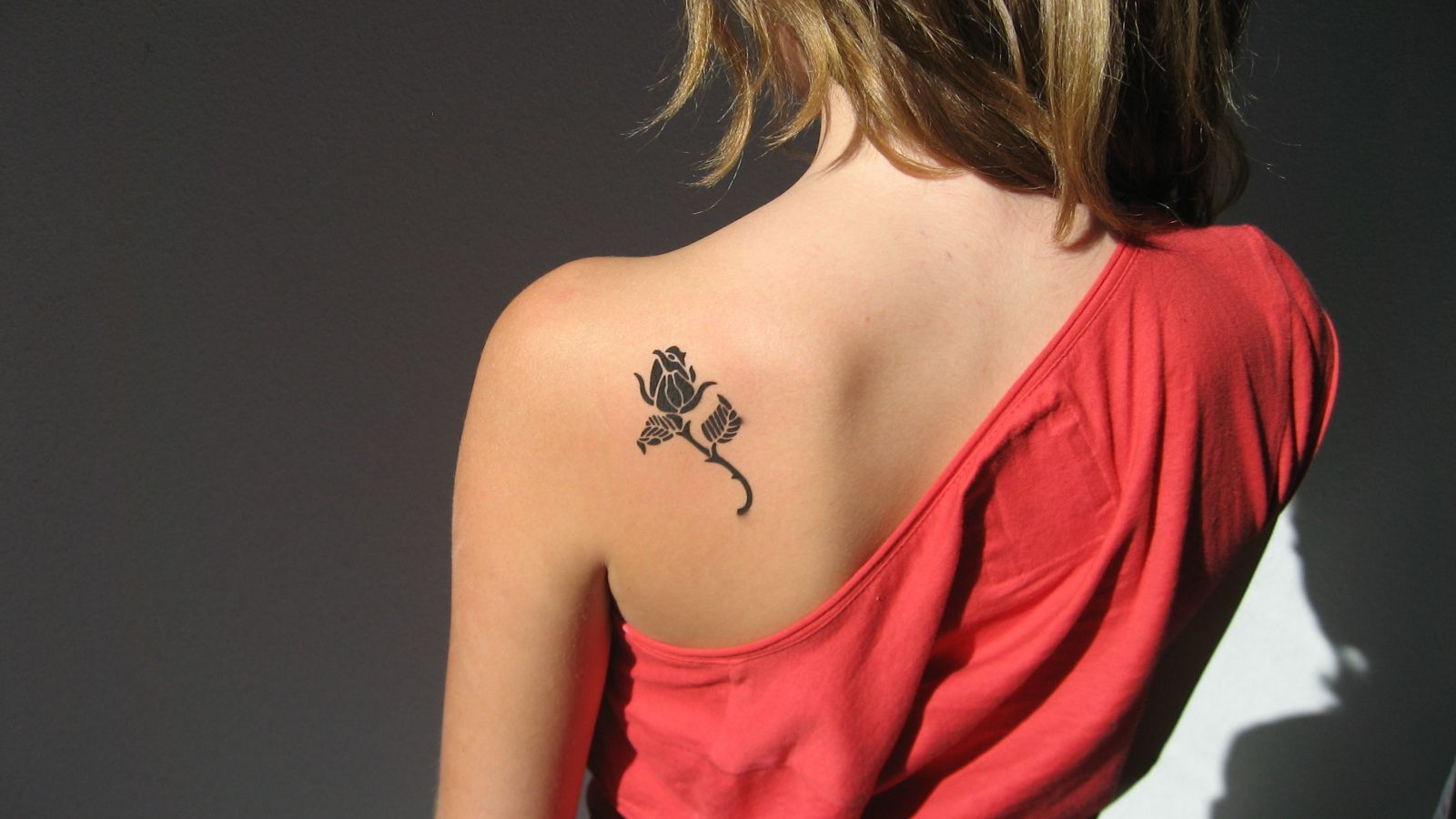 Girl Tattoos On Shoulder Blade 30 Small Cute Tattoos For Girls Cute Small Tattoo Ideas Shoulder Blade Tattoo Shoulder Tattoo Cute Girl Tattoos