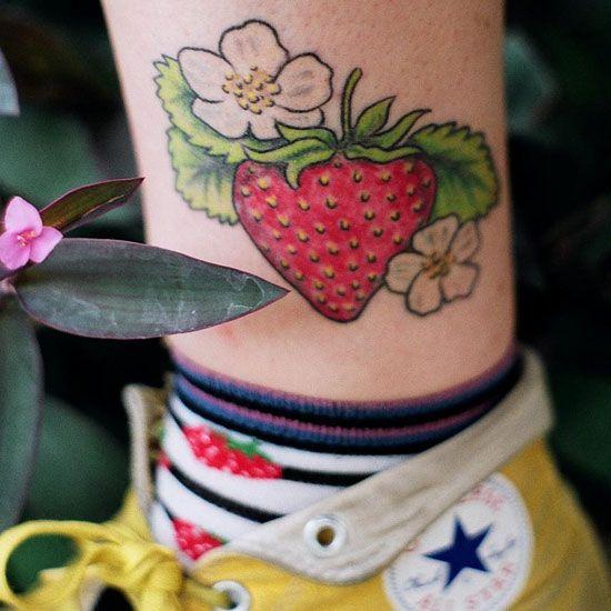 as 25 melhores ideias de strawberry tattoo no pinterest tatuagens vintage tatuagens. Black Bedroom Furniture Sets. Home Design Ideas