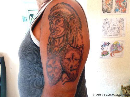 tatouages de loups et am rindiens tatouage indien et loups photos et mod les de tatouages. Black Bedroom Furniture Sets. Home Design Ideas