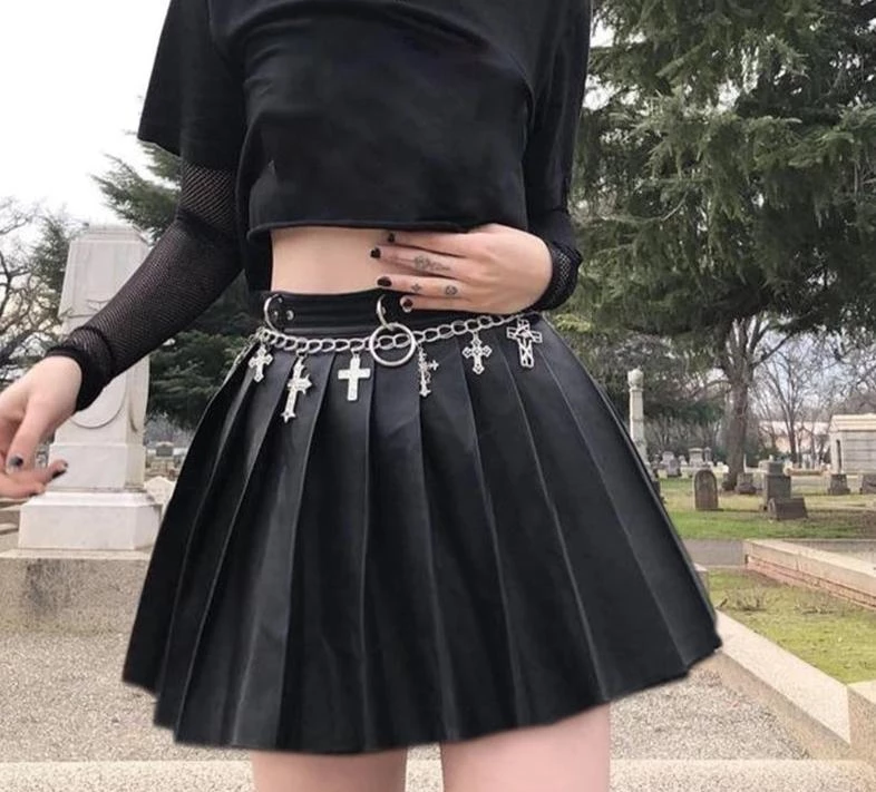 Faux Leather Pleated Skirt in 2020 | Skirt fashion, Edgy