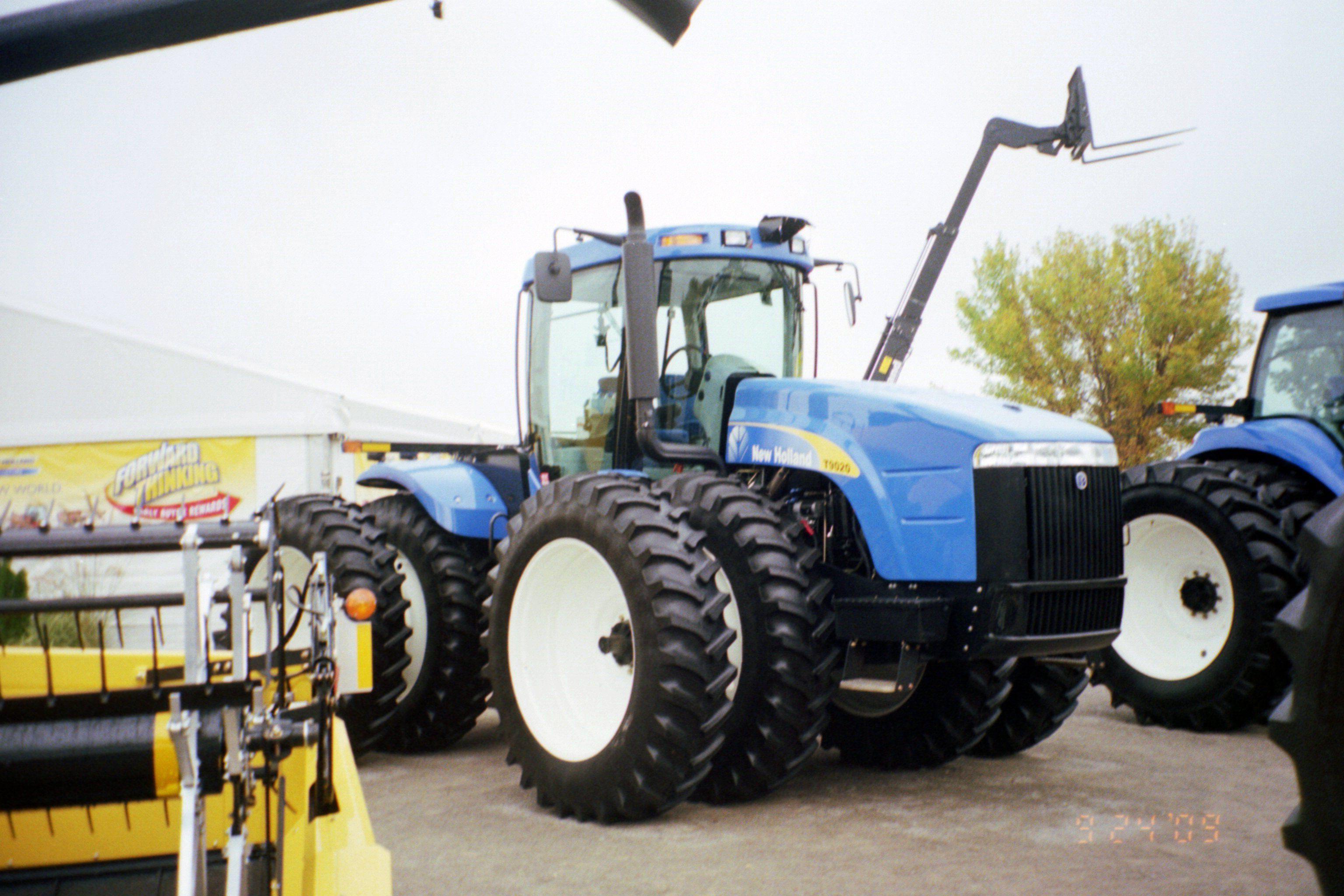 f75b809e0cee New Holland T9020   New Holland farm equipment   Pinterest   New ...