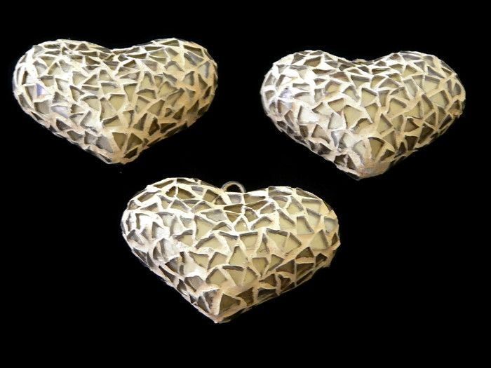 CCV Corazon de ceramica de vitral, artesanal, tamaño ideal para collar 5.5cm aprox, precio x pieza $45, precio 6 piezas $252 (42c/u), precio 12 piezas $480 (40c/u), precio 25 piezas $950 (38c/u)