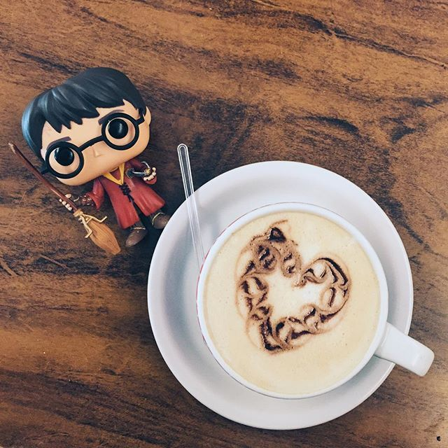 Just another day... (Obrigado pelo presente incrível, @rafaelfroner ❤️) #HarryPotterFunko #coffee #VSCOcam