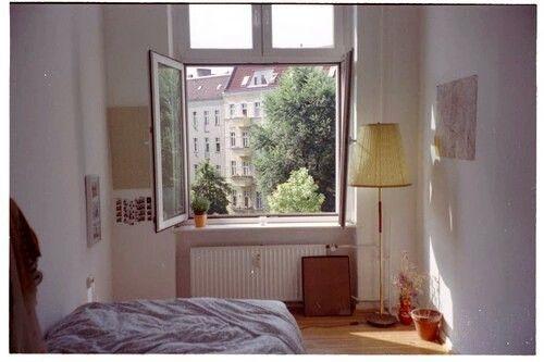 A Cozy Simplistic Bedroom Artsy Aesthetic Pinterest Cozy - Simplistic bedroom design