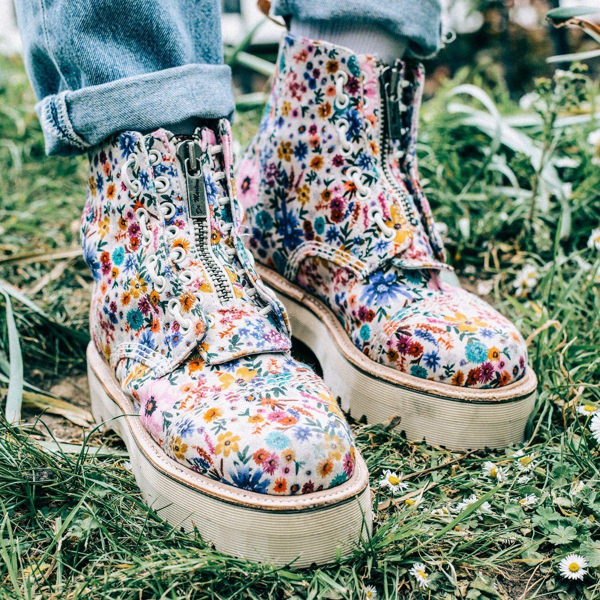 WORNDIFFERENT: Dr. Martens Sinclair Wanderlust boot | Boots