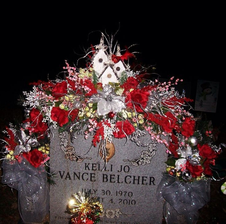 Diy Christmas Grave Decorations: Pin By Sylvia Hardison On Arrangements