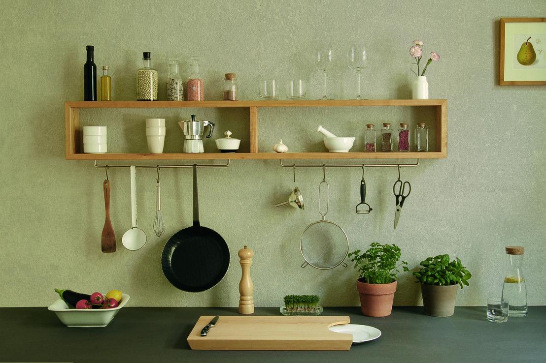 Das Longboard von chris+ruby ist ein schlankes, elegantes Regal für die Küche. Es beherbergt Gewürze sowie kleine Behälter und Geschirr und bietet Platz für Pfannen, Siebe und Kellen. So bleiben die Dinge, die wir in der Küche am häufigsten brauchen, in greifbarer Nähe und verschwinden nicht in tiefen Schränken. https://www.homify.de/ideenbuecher/31106/5-frische-designideen-aus-berlin