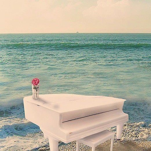 I want to play piano on the beach. so. badly.