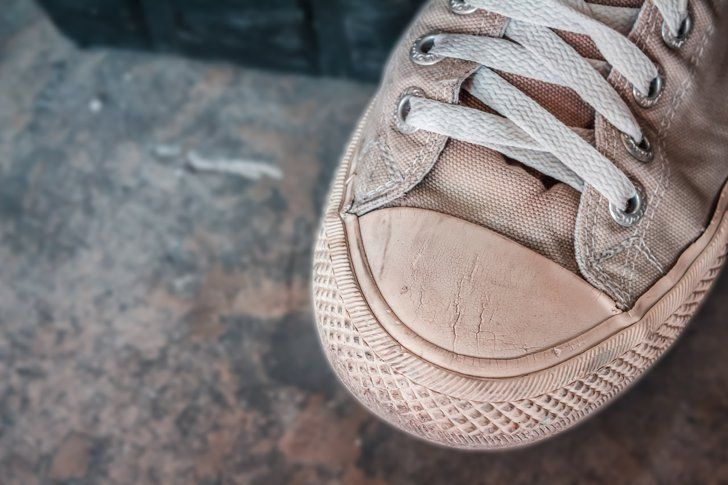 How To Get Mud Stains Off Of White Shoes