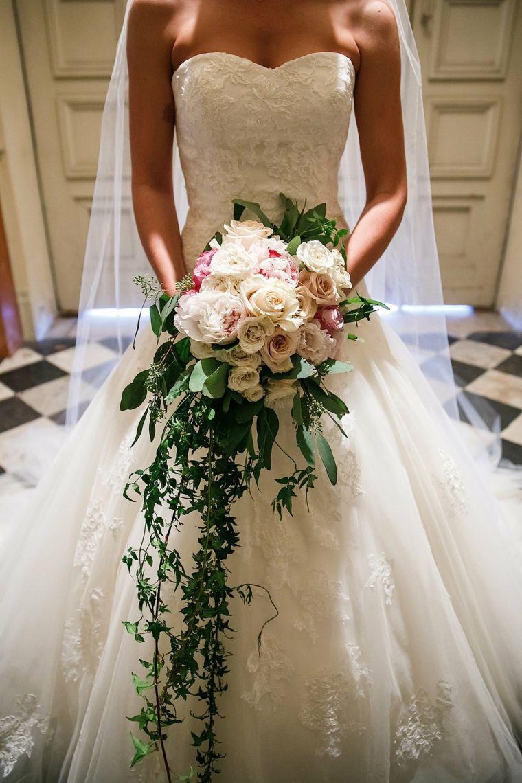 Bouquet Cascata Sposa.Pin Su Bridal Bouquets