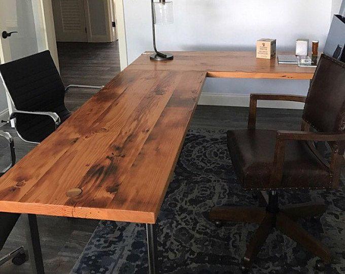Bureau en forme de l. bureau bois récupéré. bois et bureau en acier