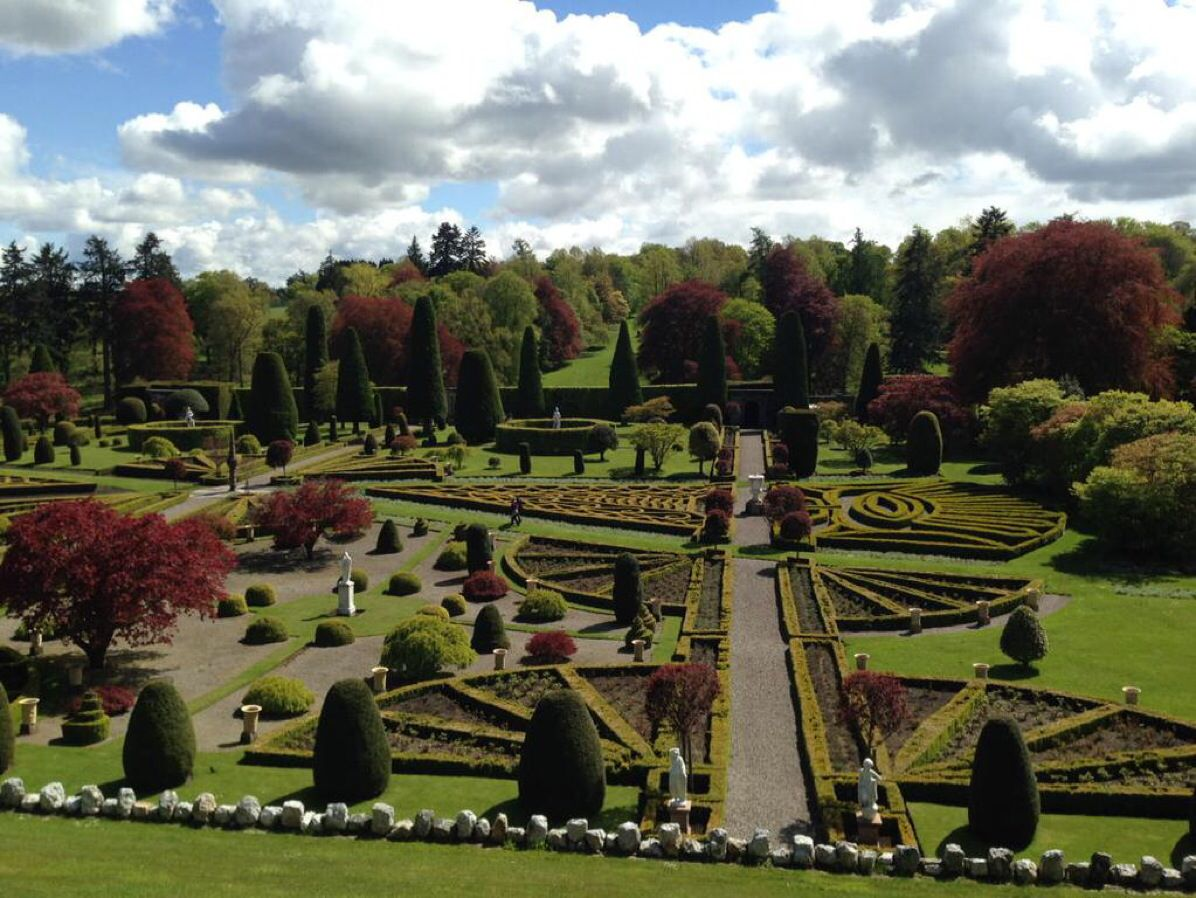 Drummond Castle Gardens for Versailles | Outlander Season 2 ...