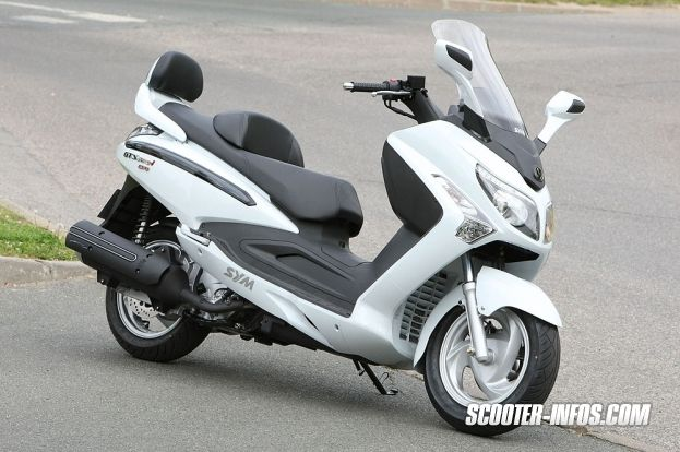guide d 39 achat du scooter gt sym gts 300 et comparatif scooter infos things pinterest. Black Bedroom Furniture Sets. Home Design Ideas