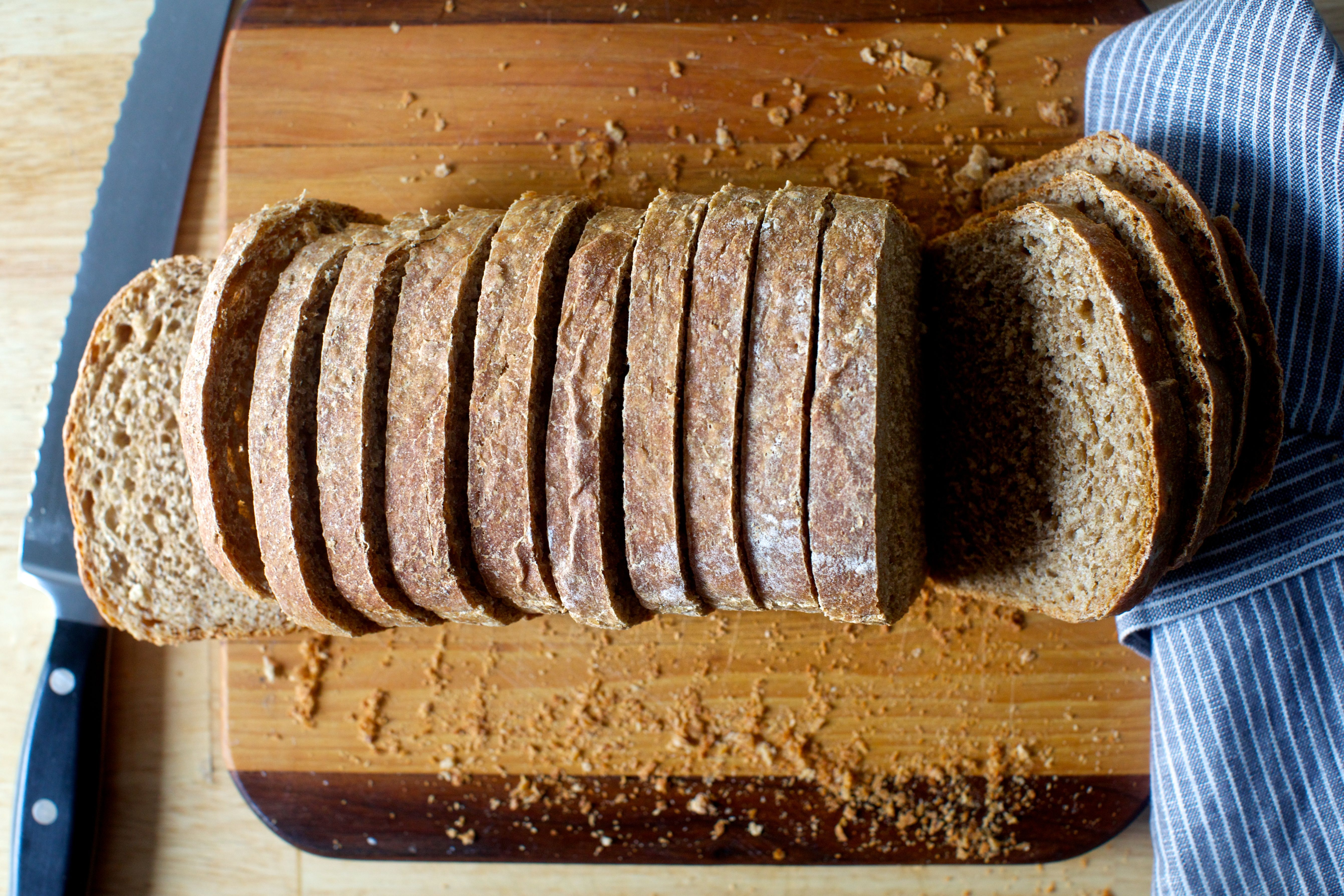 oat and wheat sandwich bread (smitten kitchen) | Sandwiches, Comida ...