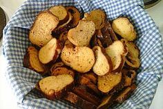 Laugen-Brotchips mit Knoblauch-Rosmarin-Salz