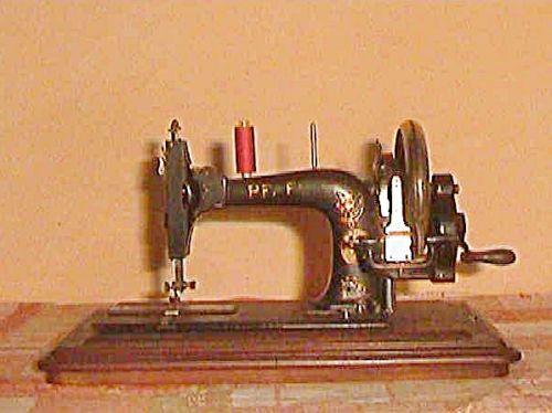 Um-1900-alte-Pfaff-Naehmaschine-Handbetrieb-GMP-Modell-B  (Pfaff model B hand crank TS [transverse shuttle] sewing machine)