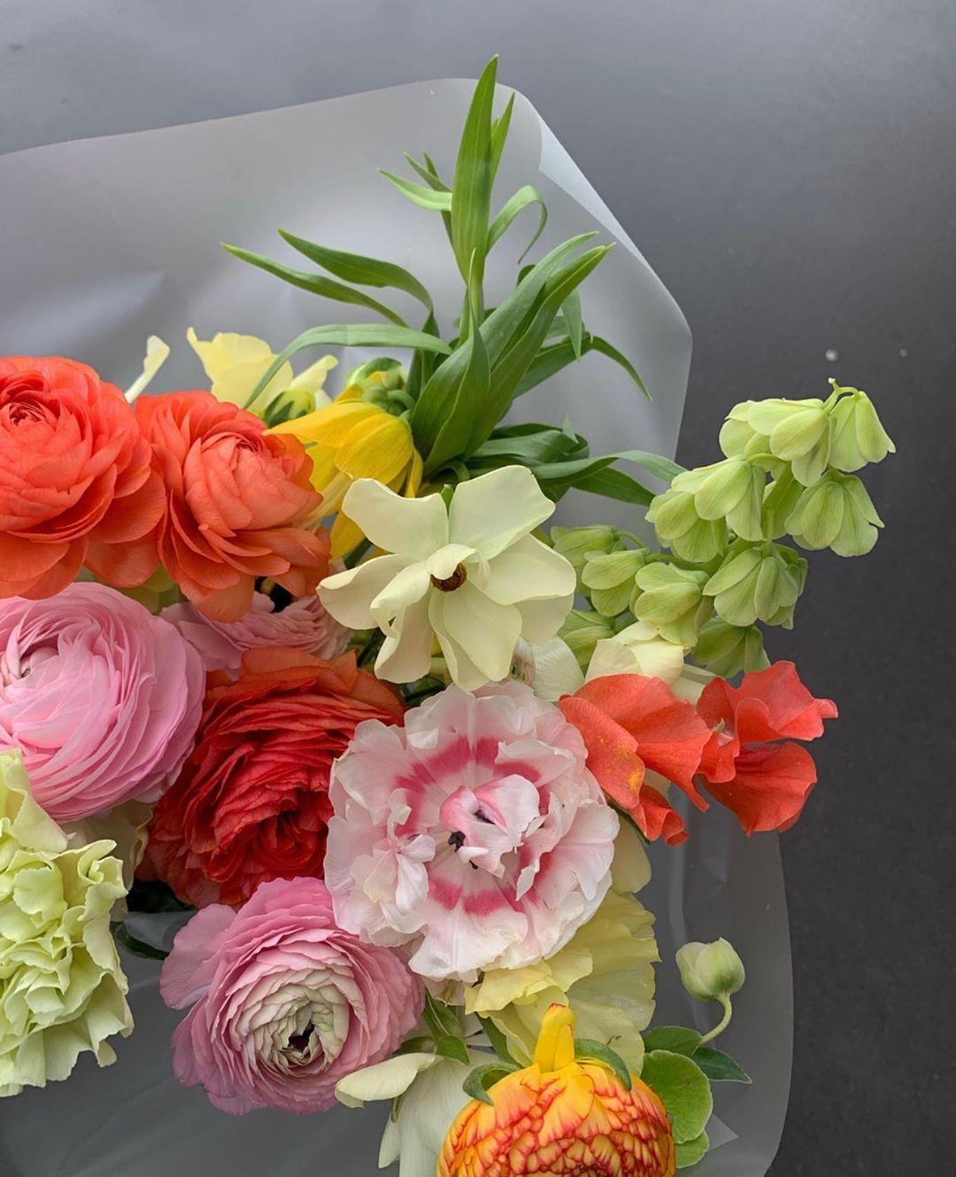 Bukety Cvety Moskva On Instagram Monday Flowers Zakazy Prinimaem Cherez Whatsapp Direct Luxury Flowers Beautiful Flowers Pretty Flowers