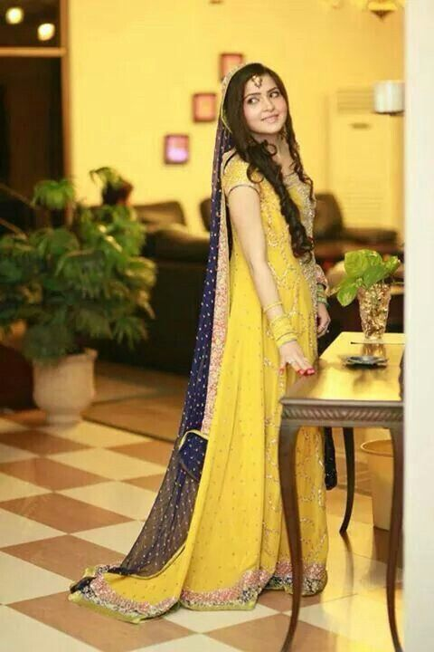 Simple Mehndi Dress for Girls