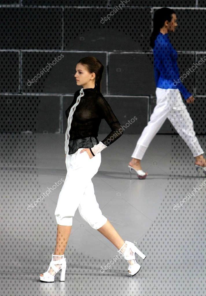 Models Display New Creations Issey Miyake Fashion Show China Fashion - St ,