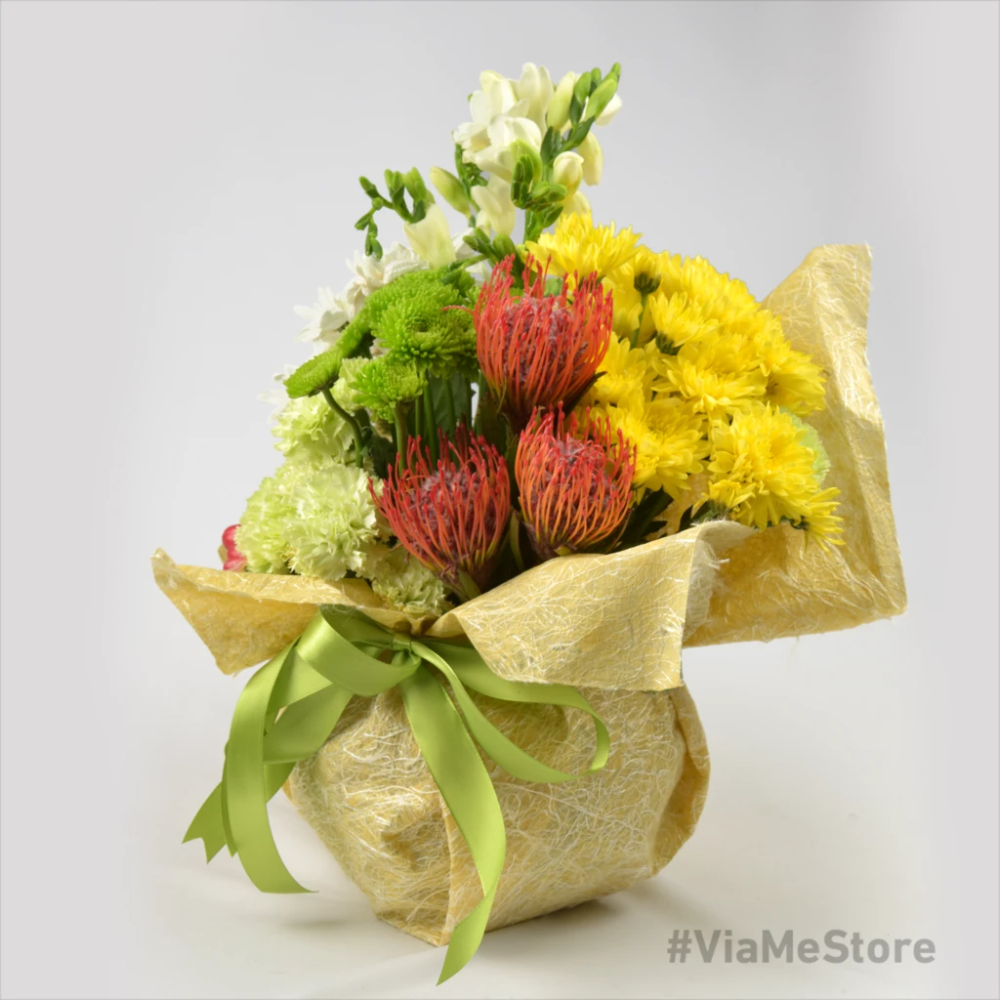 Alluring Mixes Flowers With Stems Same Day Delivery In Dubai Viame Store In 2020 Bunch Of Flowers Freesia Flowers Green Carnation