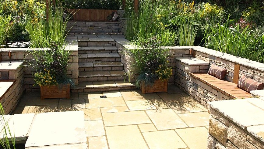 Great Built In Seating For A Slope Patio