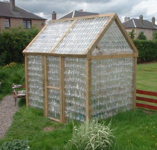 Plastic Bottle Greenhouses Are All The Rage In Europe Inspirationgreen Com Backyard Design Plastic Bottle Greenhouse Diy Greenhouse