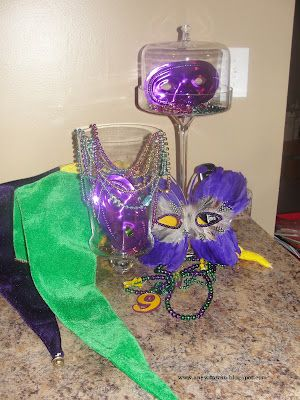 Mardi Gras decorating