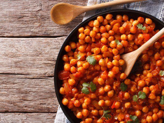 Auberginen-Tomaten-Kichererbsen-Auflauf – Superfood: Das tut uns jetzt gut | freundin.de #indianfood