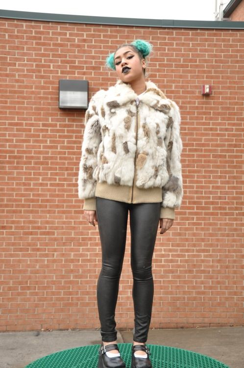 colorful hair, green hair, black girl, outfit inspiration, fashion, street style, streettyle, cute