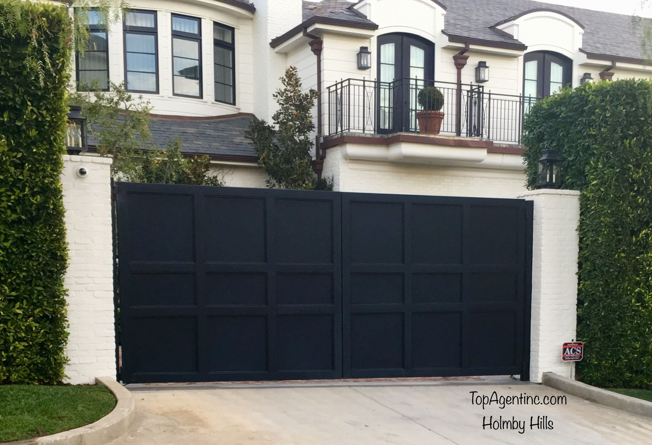 Black Solid Swing Gates With Square Plank Lines California Real Estate Dream House Real Estate Sales