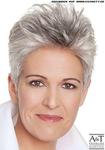 Frisuren Bilder Strukturierter Kurzhaarschnitt Mit Grauen Strahnen Frisuren Haare Haarschnitt Kurz Kurzhaarfrisuren Haarschnitt