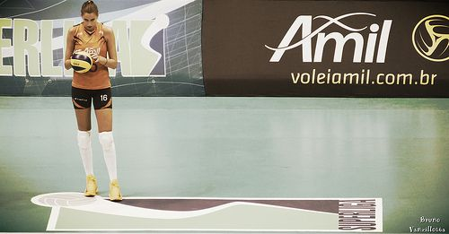 UNILEVER x VOLEI AMIL - SL 2012/2013  Elitsa Vasileva on service | Flickr: Intercambio de fotos