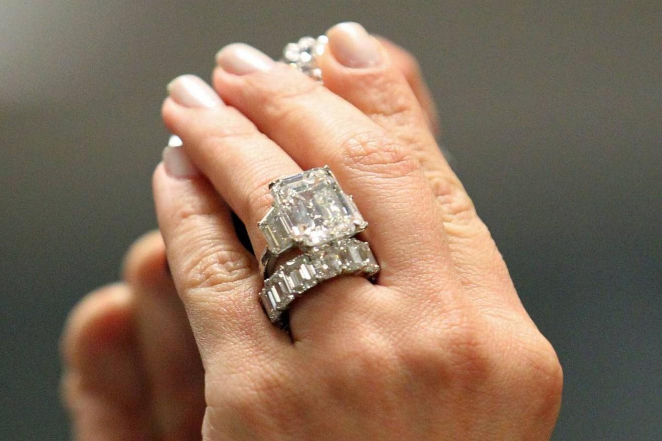 Khloe Kardashian Engagement Ring Price 20 Kardashian Engagement Ring Kim Kardashian Engagement Ring Celebrity Engagement Rings