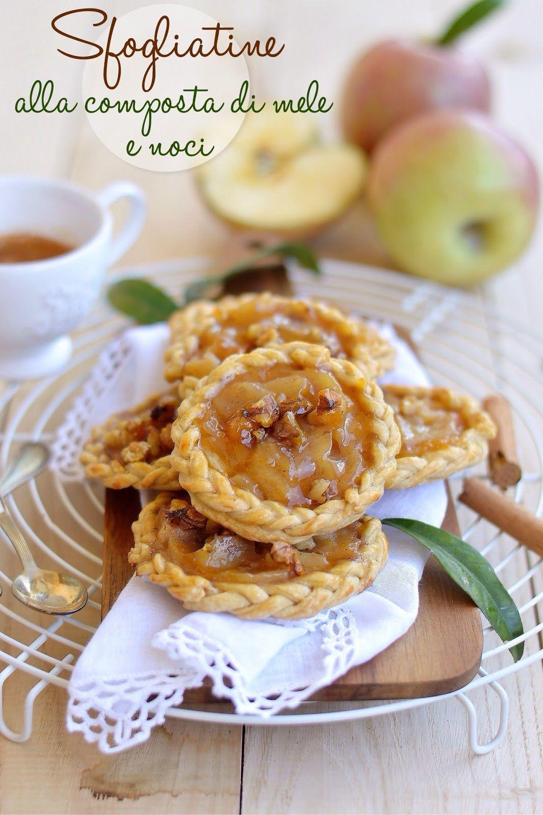 Fragrante pasta sfoglia, composta di mele cremosa e profumata alla cannella e granella di noci croccanti: ingredienti semplici e genuini ...