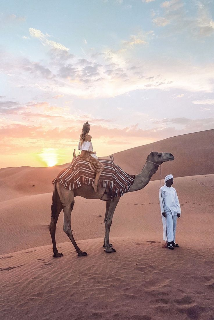 Sunset and camel rides in the desert I Abu Dhabi: #leoniehanne #ohhcouture