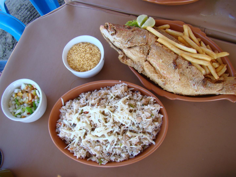 Peixe Frito Com Baiao De Dois Batata Frita E Macaxeira Sao
