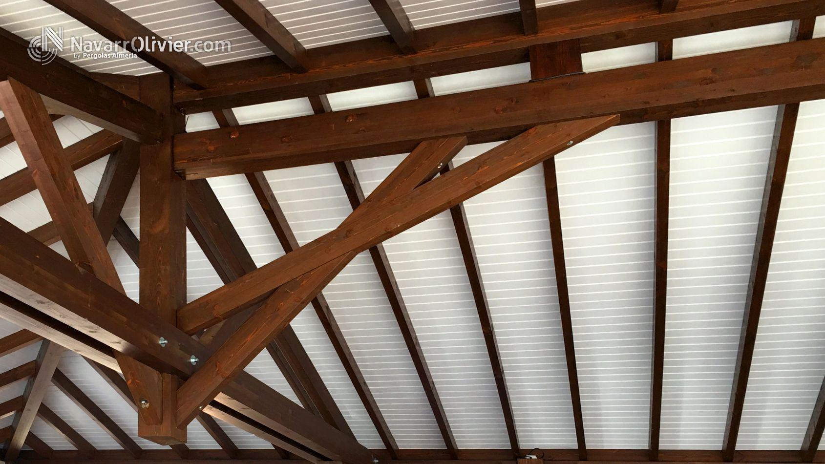 Estructura de cubierta a 4 aguas construida en vigas de for Tejados vigas de madera