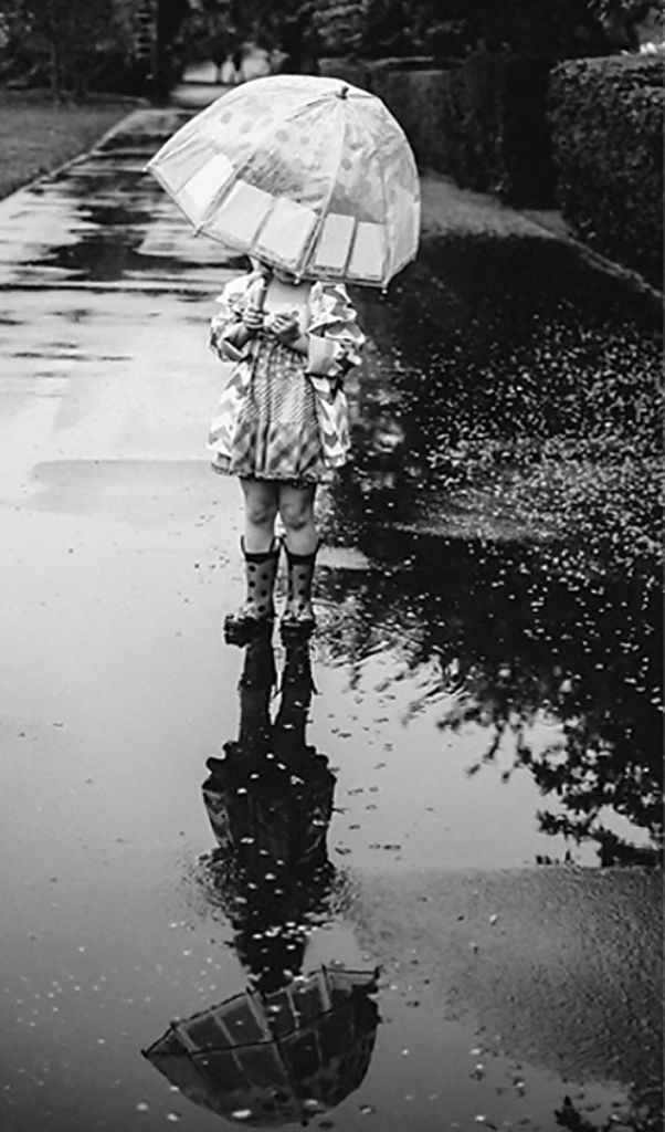 Pin By Jeanine Jager On Jour De Pluie Photo Walking In The Rain Photography