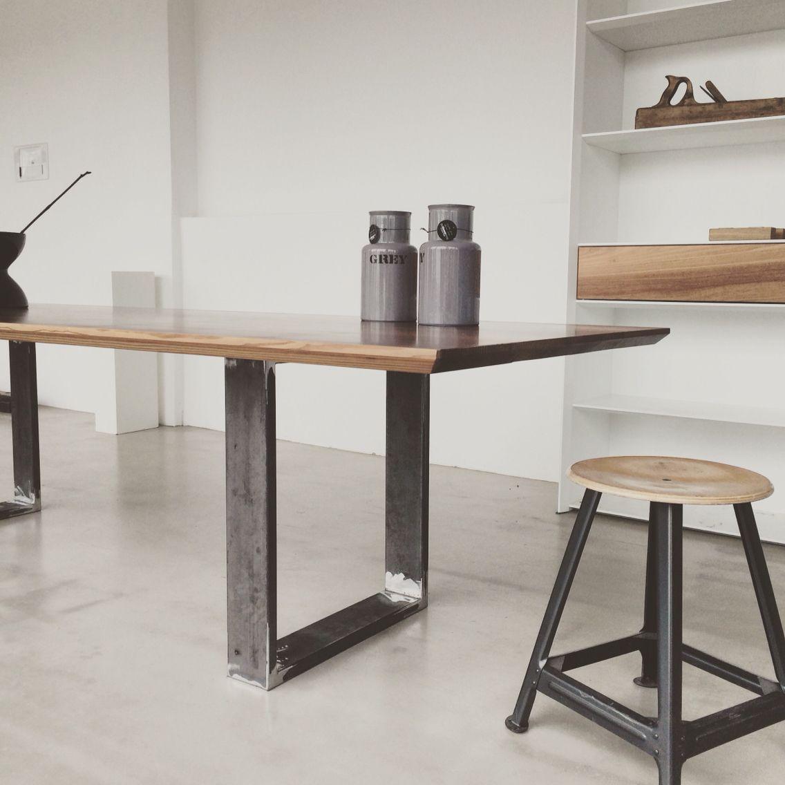 Handmade tisch in eiche oak mit metall gestell oak for Metall tische gunstig