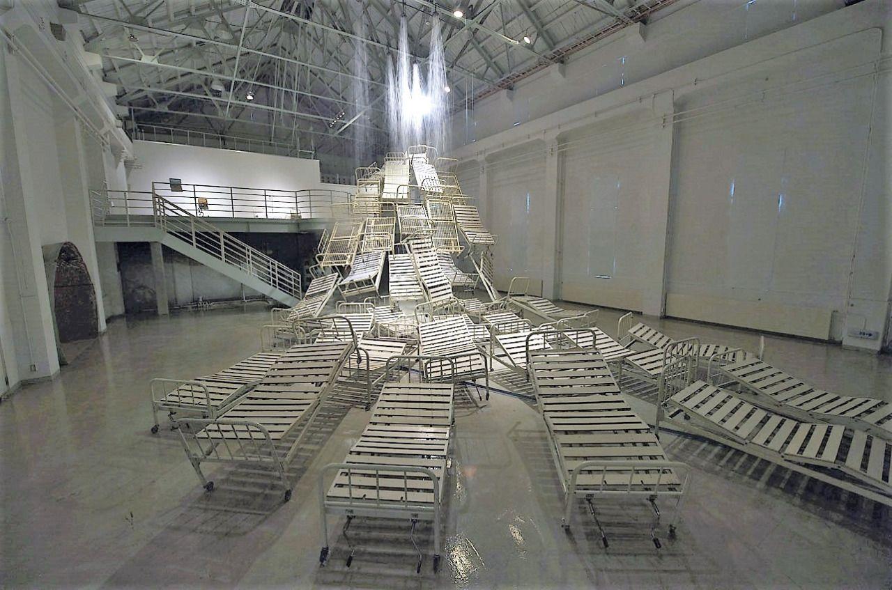 Chiharu Shiota Artist Installation Flowing Water 2009 thirty beds, bedding, telephones, photos, water. Nizayama Forest Art Museum Toyama Japan