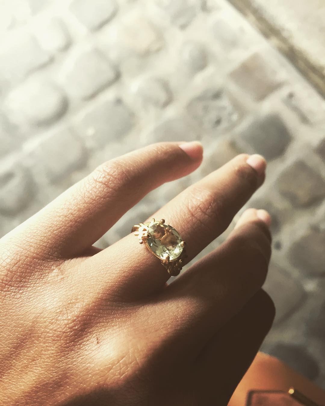 Bague Paros en Prasiolite récupérée chez le doreur. Plaquage 10 microns/24K. Le top ! #prasiolite #gemstone #naturalstone #watergreen #platedgold #ring #leaves #sunrise #small #pattern #summer #handmade #jewelry