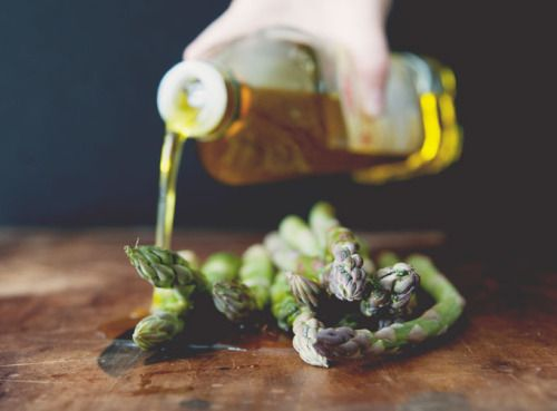 """squaremeal: """" (via Grilled Asparagus with Chile and Truffle Oil   Rue) """""""