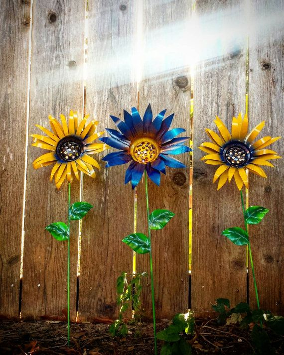 Genial Metal Garden Flowers, Trio Of Yellow And Blue Garden Stake Flowers, Metal  Garden Art *set Of 3* Aluminum Flowers