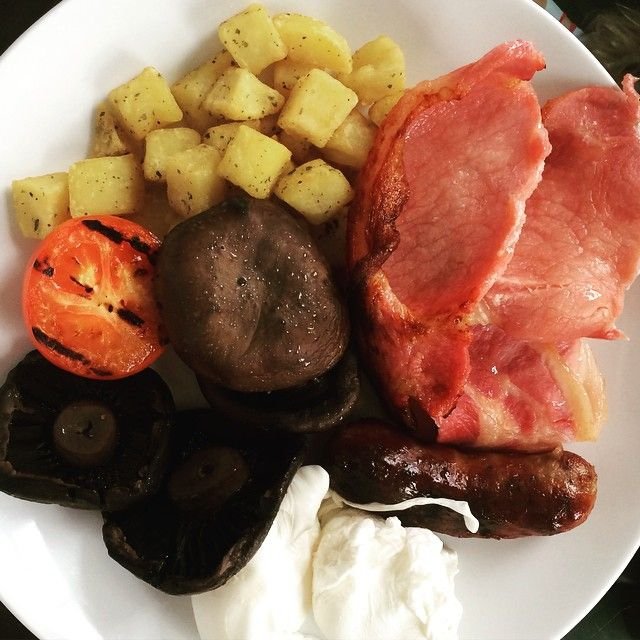 #breakfast #bacon #eggs #mushrooms #sausage #tomato #potatoes #yummy need brown sauce! X