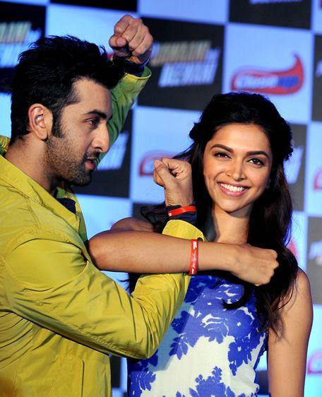 Ranbir Deepika Sizzling Chemistry Will Make Katrina Go Green Ranbir Kapoor Bollywood Couples Deepika Padukone