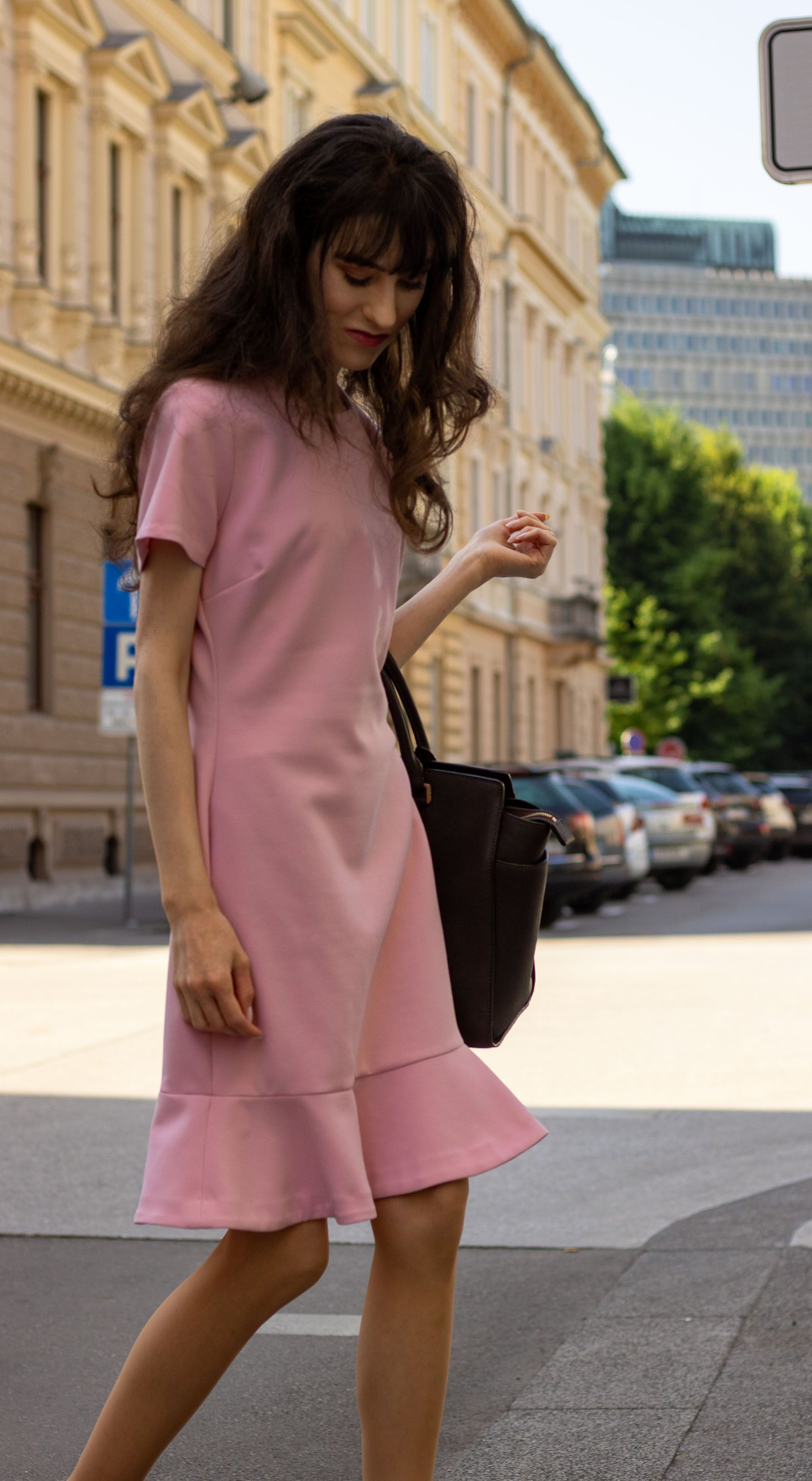 5 Summer Work Dresses You Can Wear Basically Everywhere Proven Summer Work Dresses Casual Work Dresses Summer Work Outfits [ 3500 x 1920 Pixel ]